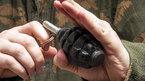 Bỏ lại người tình, tên tội phạm cầm lựu đạn tháo chạy