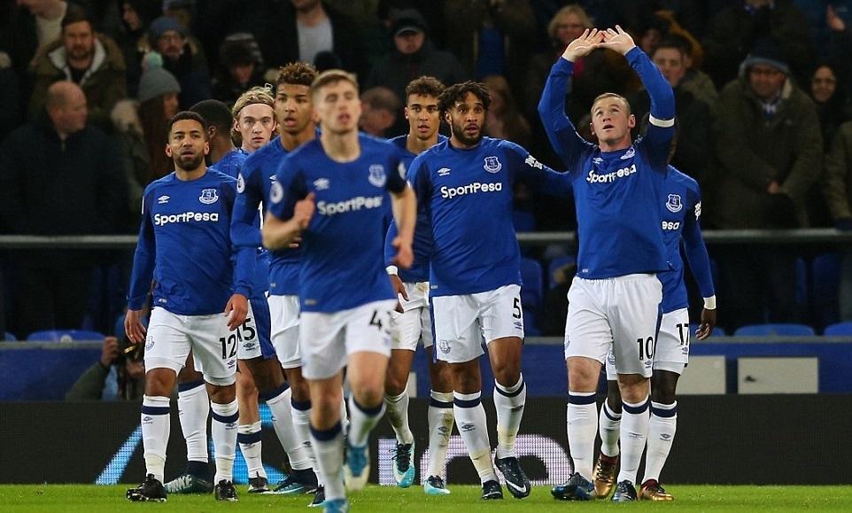 Rooney lập hat-trick, Everton làm bẽ mặt David Moyes