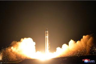 Triều Tiên phóng tên lửa, người dân xúc động rớm nước mắt