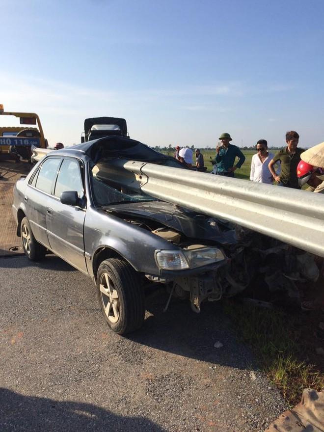 Hình ảnh chiếc xe gặp tai nạn khiến dân mạng 'đau đầu' tìm nguyên nhân