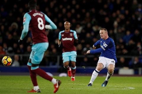 Rooney ghi siêu phẩm từ giữa sân vào lưới West Ham