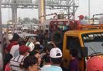 Hàng trăm tài xế la hét chiếm trạm BOT Cai Lậy, bắt 2 người