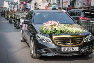 Dàn xe Jeep đón dâu huyên náo đường phố Hà Nội