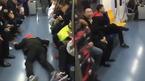 Video chiếm chỗ ngồi trên tàu khiến cư dân mạng sốc