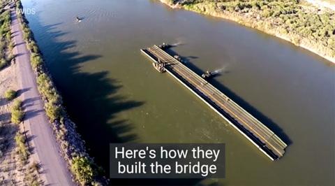 Lính Mỹ dựng cầu