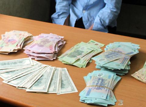 Nhân viên tạp vụ trộm tiền của Tổng lãnh sự quán Ấn Độ