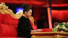 Diễn viên Lê Giang khóc kể bị chồng ném từ cầu thang xuống đất