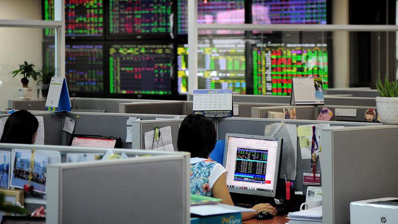 chứng khoán,cổ phiếu ngân hàng,cổ phiếu bất động sản,VN-Index,cổ phiếu chứng khoán,Vinamilk,Sabeco,thoái vốn nhà nước,chứng khoán phái sinh,thị trường chứng khoán,Habeco,Vietjet,VPBank,Petrolimex,Vincom Retail