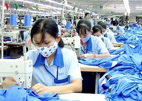 Nhiều lao động nữ xin 'nghỉ hưu non' trước ngày 1/1/2018