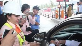 Tài xế trả tiền lẻ, BOT Cai Lậy tiếp tục ùn tắc phải xả trạm