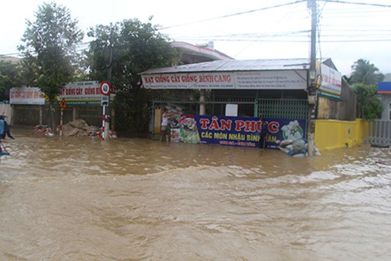 Hồ chứa xả lũ, Nha Trang chìm trong biển nước