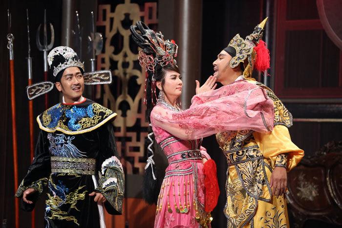 Hoài Linh bất ngờ tuyên bố yêu thầm Trung Dân
