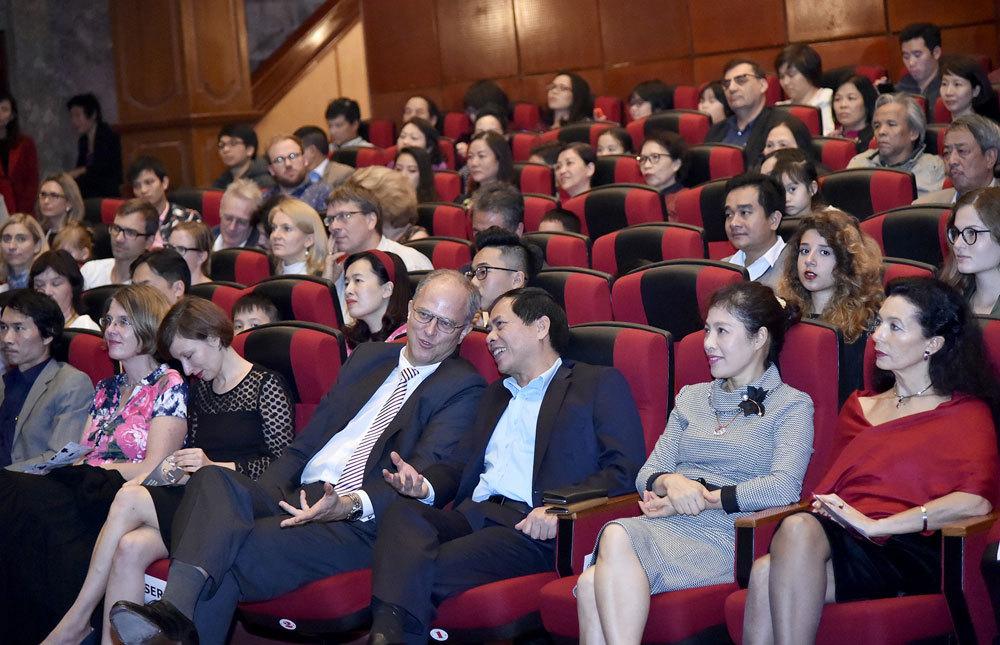Khán giả phấn khích với cuộc đấu dương cầm chưa từng ở Việt Nam