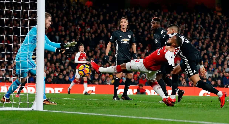 MU hạ đẹp Arsenal: Mourinho lại dạy Wenger bài học bóng đá
