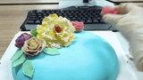 Bất ngờ được tỏ tình, 'thánh ăn công sở' trổ tài nặn hoa siêu đẹp đáp trả tình yêu