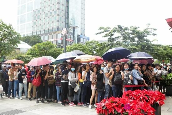 Phố đi bộ Nguyễn Huệ kẹt cứng vì Mỹ Tâm