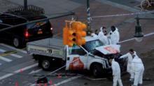 Xe tải lao vào đám đông ở New York