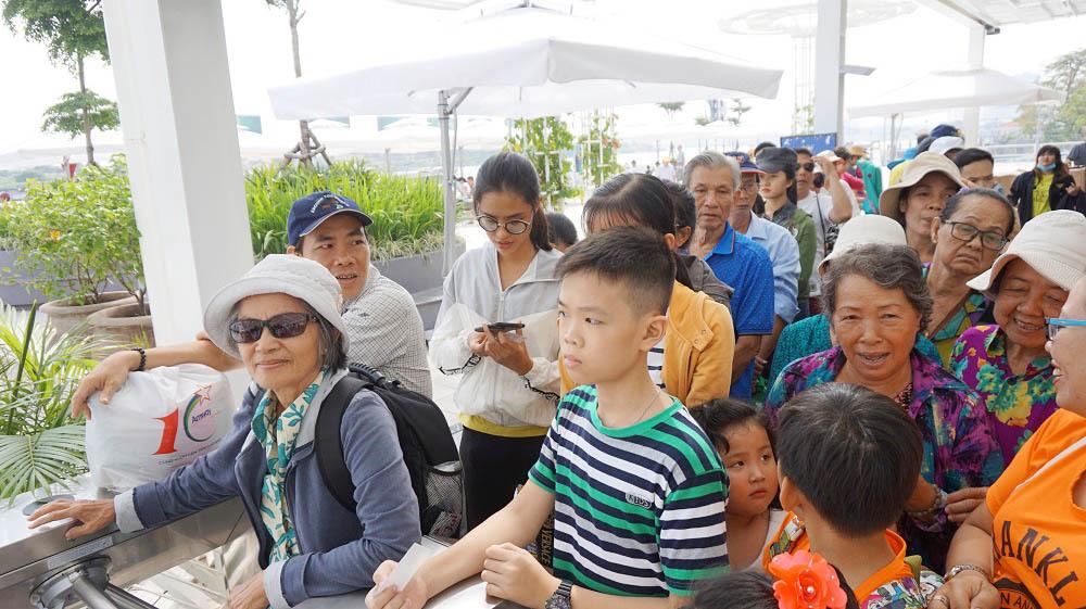 Người Sài Gòn mê mẩn buýt sông