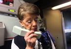 Nữ tiếp viên hàng không 81 tuổi vẫn 'vi vu' trên bầu trời