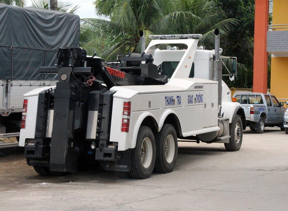 Xe cẩu nhập từ Mỹ xuất hiện tại BOT Cai Lậy