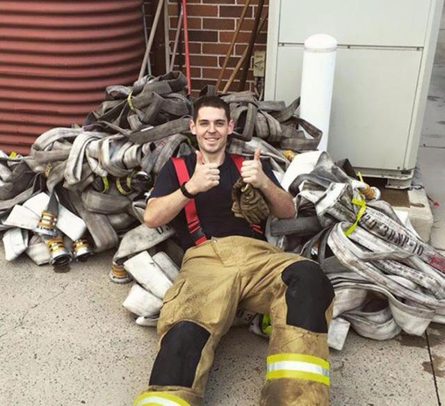 Chàng béo 154 kg lột xác thành lính cứu hỏa 6 múi vạn người mê