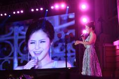 Ngàn khán giả phấn khích nghe Hương Tràm hát 'Em gái mưa'