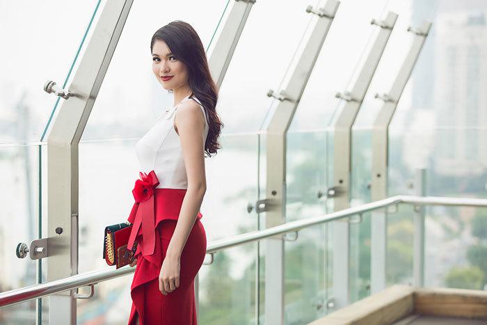 Á hậu Thùy Dung chuẩn men bên Hoa hậu Ngọc Hân