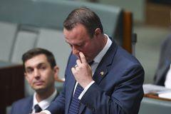 Ông nghị Úc cầu hôn bạn trai giữa quốc hội
