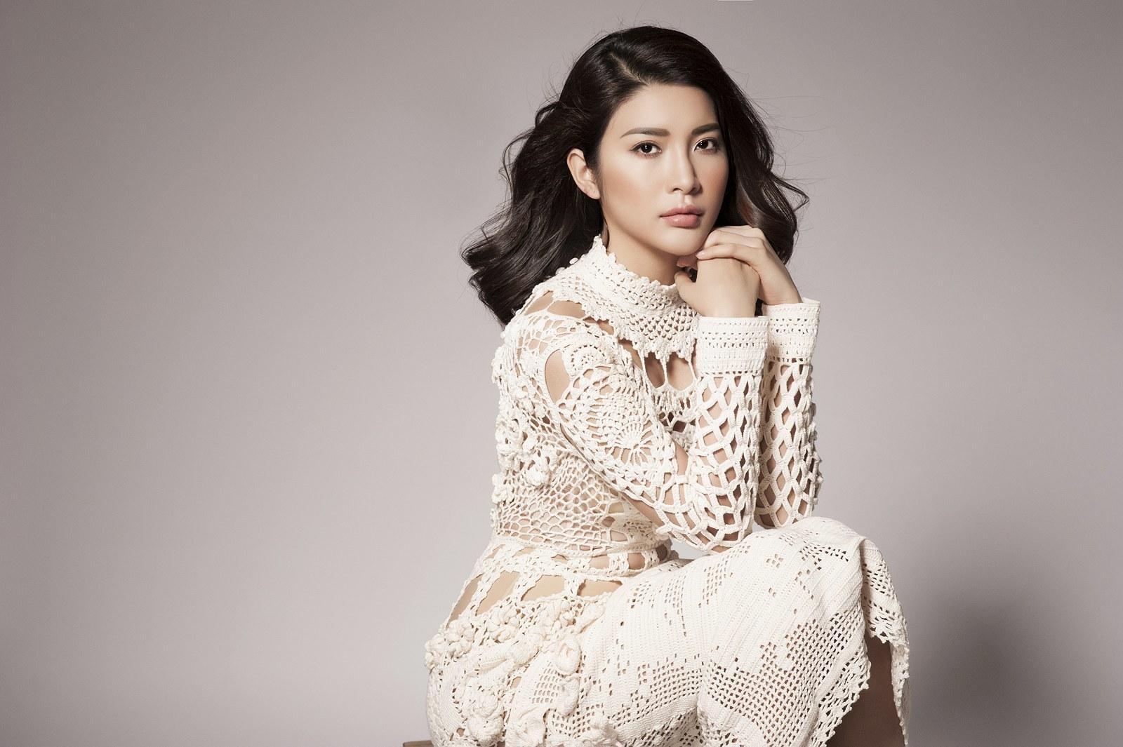 Á hậu Yan My đẹp dịu dàng trong trang phục mùa đông