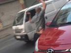 Tài xế ô tô vác gậy golf đuổi đánh xe máy giữa phố Hà Nội