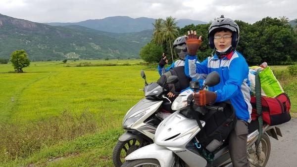 Nhật ký xuyên Việt không tiền mặt