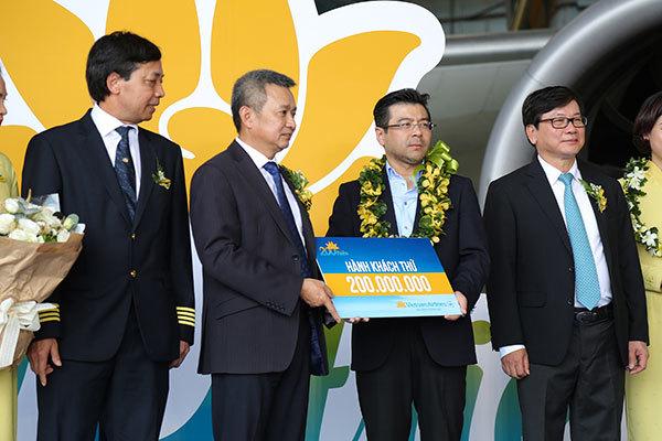 Hành khách bất ngờ nhận thưởng trên chuyến bay đặc biệt