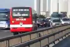 Xe khách chạy ngược chiều ở đường vành đai 3 trên cao