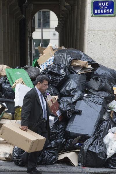 Thế giới 24h: Lý do Paris ngập rác