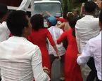 Đám cưới An Giang: Thanh niên tràn ra đường nhảy múa 'trêu' xe tải