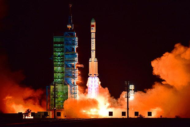 Nga, Trung có thể 'đánh úp' Mỹ từ không gian?