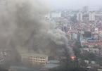 Cháy dữ dội quán cà phê tre nứa trên phố Hà Nội