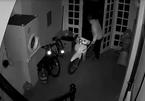 Đạo chích cạy 2 lớp cửa, dắt trộm xe máy biển số 'tứ quý'