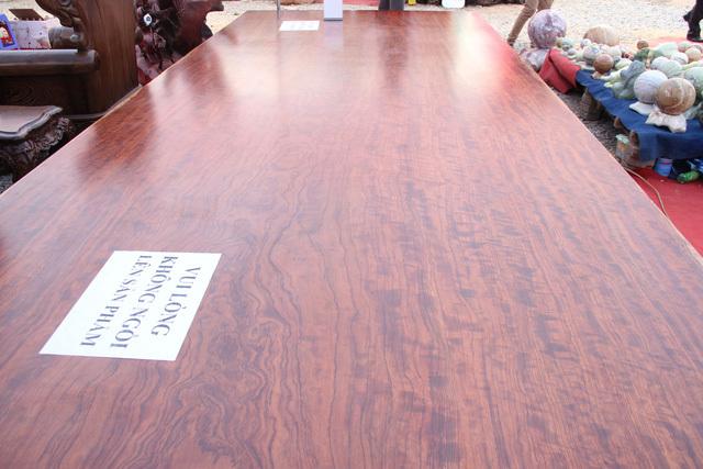 Chiếc sập gỗ cẩm nghìn năm tuổi giá hơn 3 tỷ ở Hà Nội