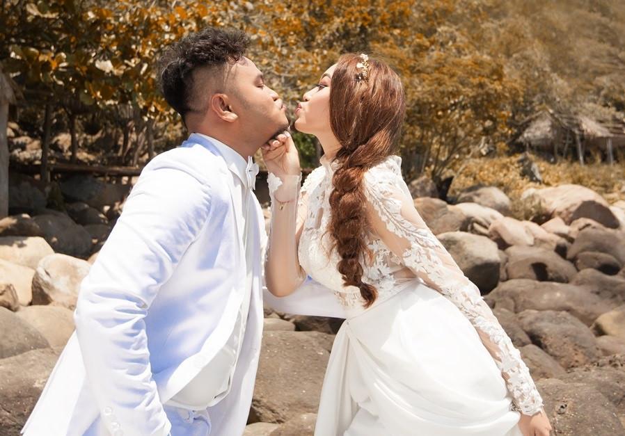 Vợ chồng Vinh Râu: 'Đám cưới xong vào động phòng là tối kiến'