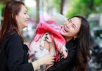 Phan Như Thảo ôm con ra Hà Nội gặp siêu mẫu Ngọc Thạch