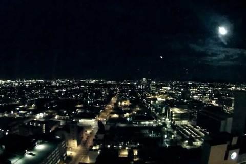 Cầu lửa bí ẩn trên bầu trời Mỹ