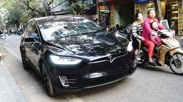 Chiếc SUV 'siêu hiếm' bất ngờ dạo phố tại Hà Nội