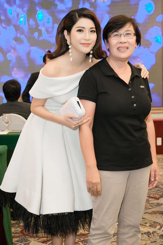 Yan My rạng rỡ bên dàn nghệ sĩ 'Ngôi sao xanh'