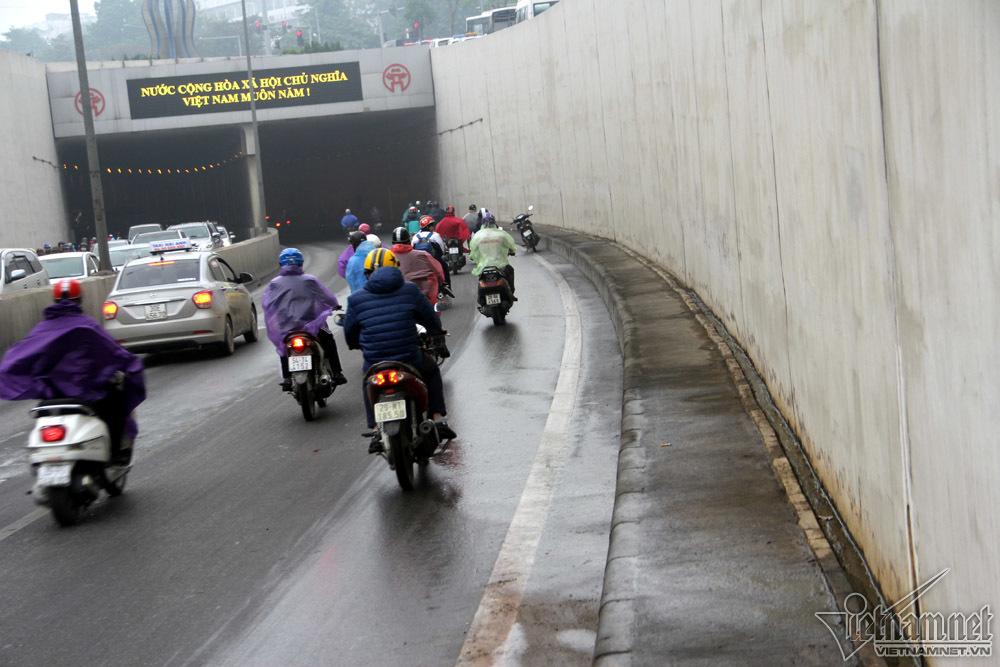ngã xe hầm Kim Liên,hầm Kim Liên,đường trơn trượt