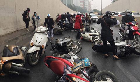 xe máy ngã hầm Kim Liên