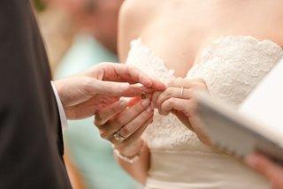 """Muốn đăng ký kết hôn, cần có giấy chứng nhận """"độc thân"""""""