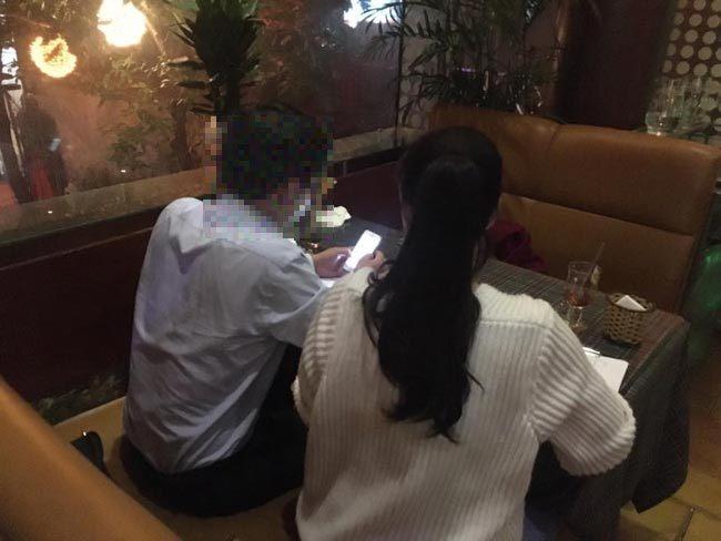 Người đàn ông lạ mặt tiết lộ thân thế thực sự của cô dâu Hà Nội