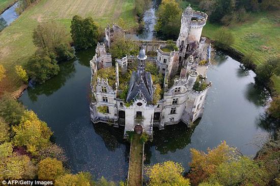 Lâu đài,Chuyện lạ,Pháp