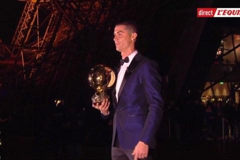 Ronaldo nhận Quả bóng vàng ở tháp Eiffel